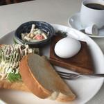 グリーンタウン - 料理写真:ブレンドコーヒー380円とホットサンドのモーニング