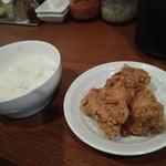 ベジ麺処 鶻 - ライスと唐揚げ