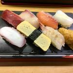 立喰い寿司 七幸 - 握り8貫やっす(;ω;)