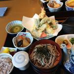出雲そば千成 - 料理写真:十五穀米、天ぷら、茶碗蒸し、割子そば3枚 煮物、漬物、ボリューム有り過ぎです。