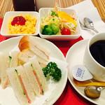 シーユー - 料理写真:ブレンドコーヒー¥380 Bモーニング(サンドイッチ)2017/7現在