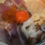 さかなや いぬい - 今日のおいしい魚で丼