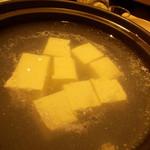 70262755 - 湯豆腐煮てる最中