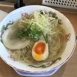 博多金龍 - 沖縄風ラーメン全景。