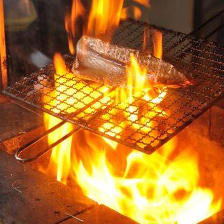 新鮮魚介を豪快に焼き上げる≪原始焼き&藁焼き≫が絶品!