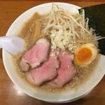 らーめん 稲荷屋 - 醤油背脂ラーメン750円