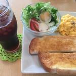 カフェ・カフェ - 料理写真:スクランブルエッグ(´∀`)アイスコーヒーモーニング