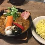 スープカレーGARAKU - やわらかチキンレッグと野菜(1150円)