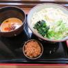 谷川岳パーキングエリア(上り線) スナックコーナー - 料理写真:大人の肉味噌ごまだれうどん