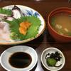 お食事処 慶 - 料理写真:ウニと刺身のミックス丼