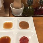 70271989 - 4種のタレと岩塩、トリュフオイル、辣油