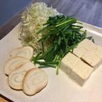 鴨と豚 とんぺら屋 - 鴨葱しゃぶしゃぶの野菜