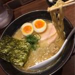 濃厚鶏そば シロトリコ - 濃厚鶏そば(醤油)790円