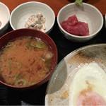 めしの助 - おまかせ朝定食(小鉢は、明太子・自家製ツナマヨ・まぐろ刺身・ポテトサラダ)