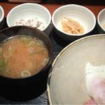 めしの助 - おまかせ朝定食(小鉢は、明太子・自家製ツナマヨ・なめ茸煮・鯛の子煮付け)