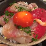 めしの助 - 朝の少し小さめ海鮮丼のアップ