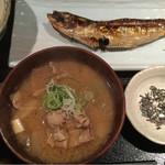 めしの助 - 豚汁定食(鰯の丸干し):小鉢は、貝柱入りポテトサラダ
