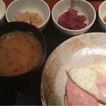 めしの助 - おまかせ朝定食(小鉢は、明太子・なめ茸煮・まぐろ中落ち・鮟肝煮)