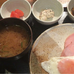 めしの助 - おまかせ朝定食(小鉢は、貝柱入りポテトサラダ・明太子・自家製ツナマヨ・鯖と玉ねぎのうま煮)