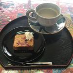 茶釜 セルフカフェ エルモット - ドリンクセット(パウンドケーキとホットコーヒー)