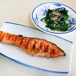 よしのや食堂 - 焼鮭とホウレン草