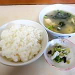 よしのや食堂 - ご飯と味噌汁と漬物