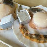 焼蛤 浜茶屋 向島 - ホタテにはバターが添えられてます^ ^