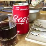 焼蛤 浜茶屋 向島 - ミミィはコーラ、同行者はノンアルビール