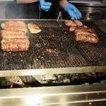 ステーキハウス ブロンコ ビリー - 炭焼き台
