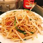 慶楽 - 肉絲炒麺。