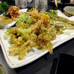 酔来処 - 山菜天ぷら盛り合わせ