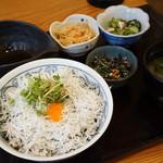 分油屋 - 佐田岬の釜揚げシラス丼