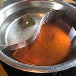 しゃぶしゃぶ太郎 - お湯とだしの2種類