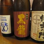 酒肴や 治流 - 日本酒三種飲み比べ「チカーラ」「黒龍」「侍士(さむらい)の門」