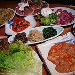 周王山 - 肉、野菜など色々ありますよ!