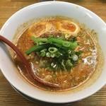 まるたん - 白ごま担々麺(2辛、煮卵)