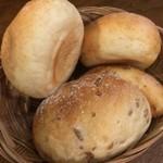 肉酒場ビストロ男前 - お通しパン