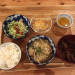 ぷろぼの食堂 - 豚バラと大根の中華あんかけ
