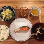 ぷろぼの食堂 - 焼き魚と豆ご飯