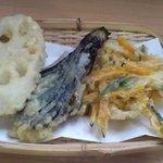 秀じい農場食事処 - <2008年8月>天ぷら(蓮根、茄子、かぼちゃのかき揚げ)