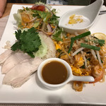 アジアンキッチン プーカォカフェ - 料理写真:カオマンガイのメインプレート