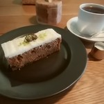 アカツキコーヒー - キャロットケーキ、ブレンドコーヒー