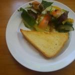 リンデン - パンとサラダ。