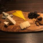 トラットリア オネスト - チーズ盛り合わせ
