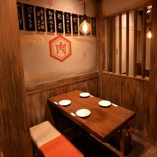 おすすめ③メディアで話題の肉寿司!細部までこだわった店内空間