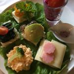カフェRosa薔薇館 - 下段はサンドイッチ主体