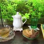 アール座読書館 - 蓮の花茶とクッキー盛り合わせ