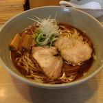 山崎麺二郎 - らーめん(650円、斜め上から)