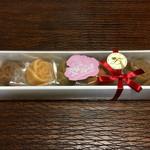 ランジェラ - 料理写真:薔薇のマドレーヌ