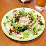 サイゼリヤ - 半熟卵とポークのサラダ 599円( '17.07)